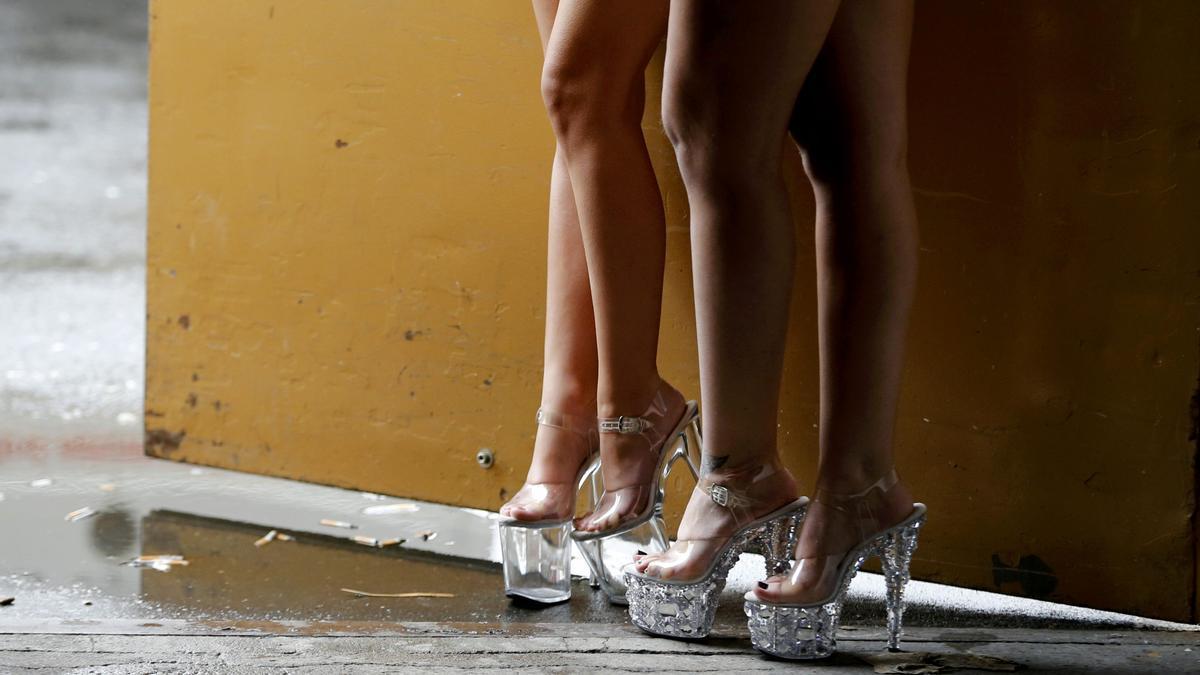 Mujeres ejercen la prostitución en una imagen de archivo