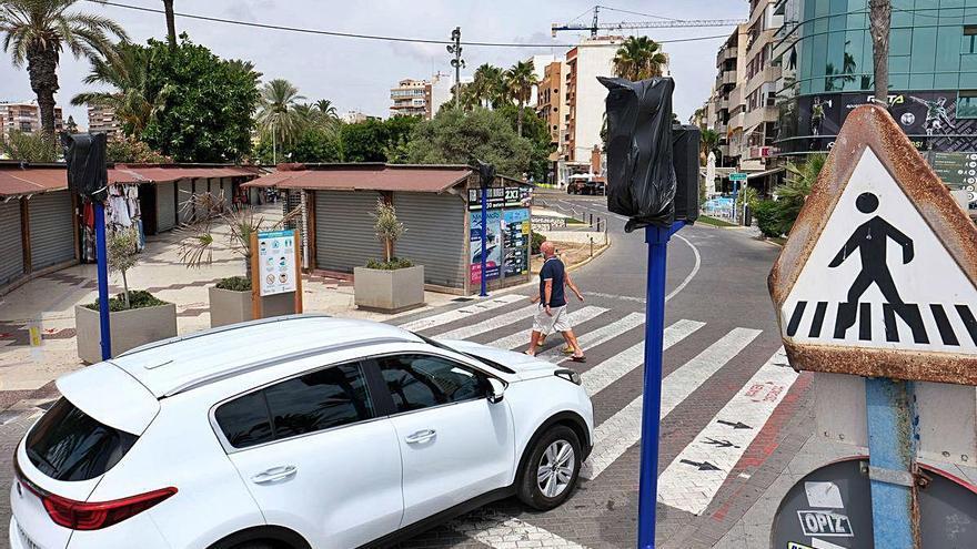 Torrevieja regula con semáforos la zona más concurrida de la ciudad