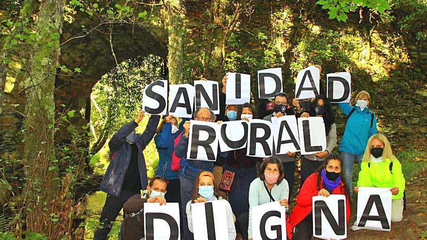 Cryosanabria reclama Sanidad Rural Digna con  un cartel en Los Infiernos