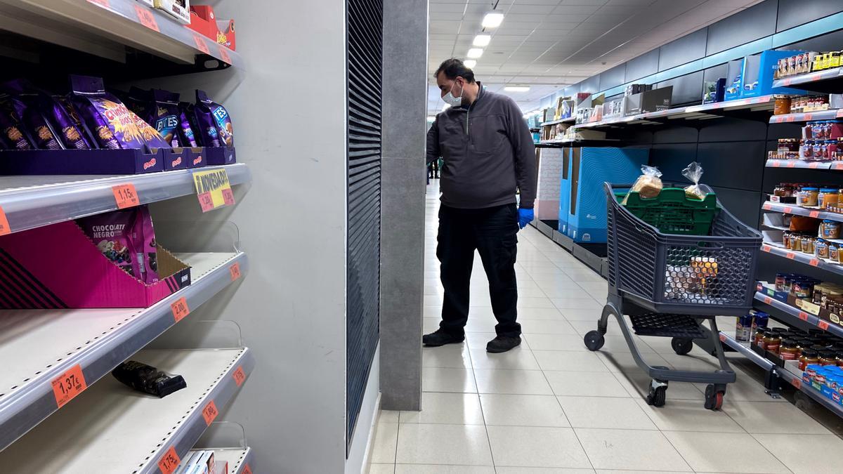 Un comparador en un supermercado.