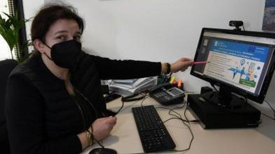 Sonia Acuña, en la sede de APE en Pontevedra.   | // GUSTAVO SANTOS