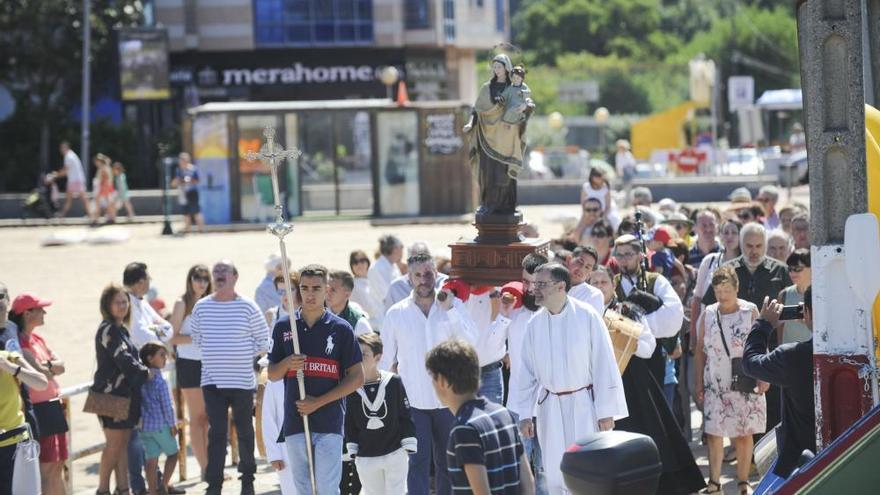 Mera pone el broche a sus fiestas con la procesión marítima