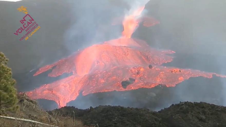Lava fließt jetzt ungehindert aus dem Vulkan auf La Palma