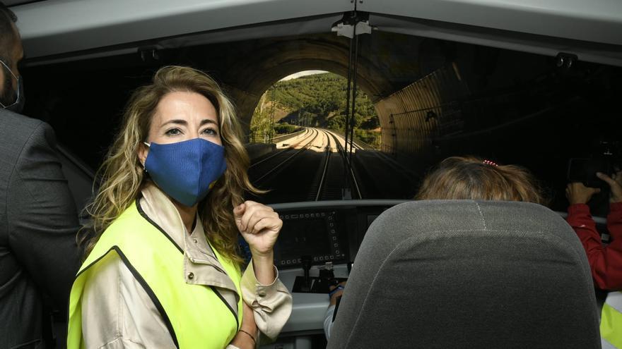 """La Ministra de Transportes, en las pruebas del AVE: """"La Variante esta muy cerca ya, trabajamos en la operatividad de la línea"""""""