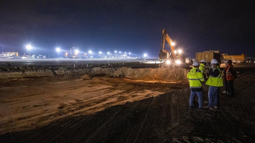 Aena renueva el pavimento de las pistas del aeropuerto para incrementar la seguridad