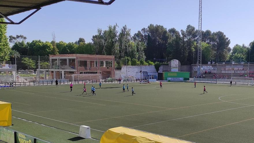 La falta de un aval retrasará el cambio de césped del estadio de Montilla