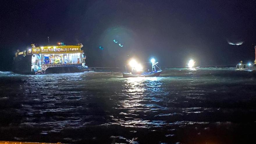 Encalla un ferry de pasajeros en Agaete debido al temporal