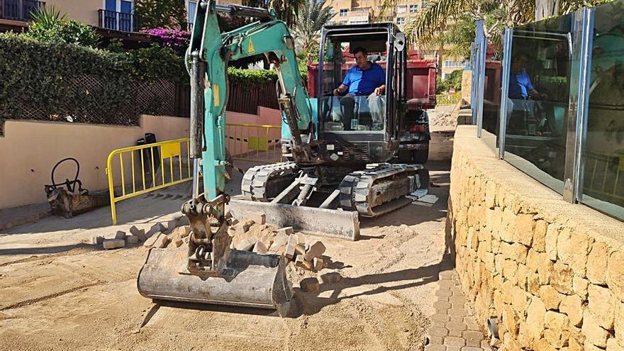Obras antiinundaciones en la playa campellera de l'Almadrava