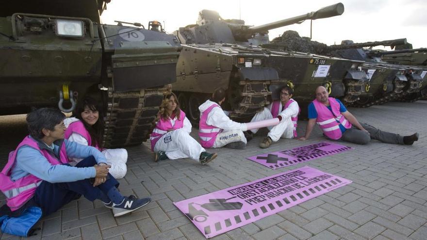 Imponen multas de 601 euros a los antimilitaristas que bloquearon tanques en Sagunt