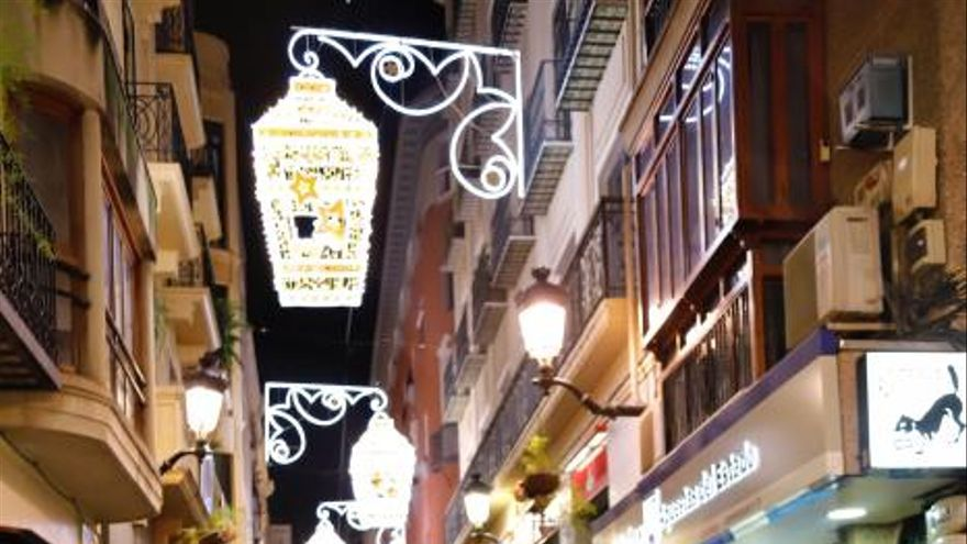 Murcia adelanta a hoy el encendido de las luces de Navidad
