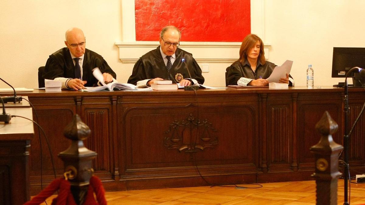 Magistrados de la Audiencia de Zamora durante un juicio.