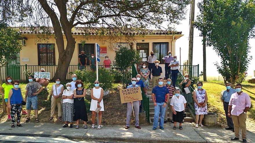 Pozoantiguo se concentra, por quinta vez, en defensa de una sanidad rural digna