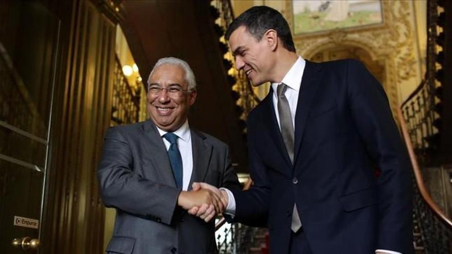 """Sánchez se mira en el ejemplo portugués para impulsar un """"gobierno progresista"""" frente al PP"""