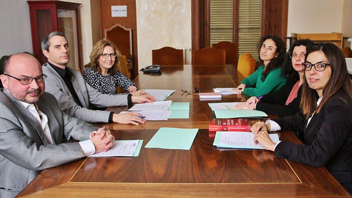 Govern y Consell esperan  la decisión de Madrid sobre  la investigación de menores