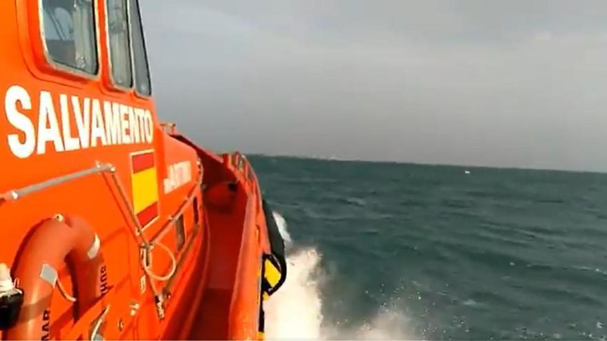 Busquen un windsurfista desaparegut a Cambrils