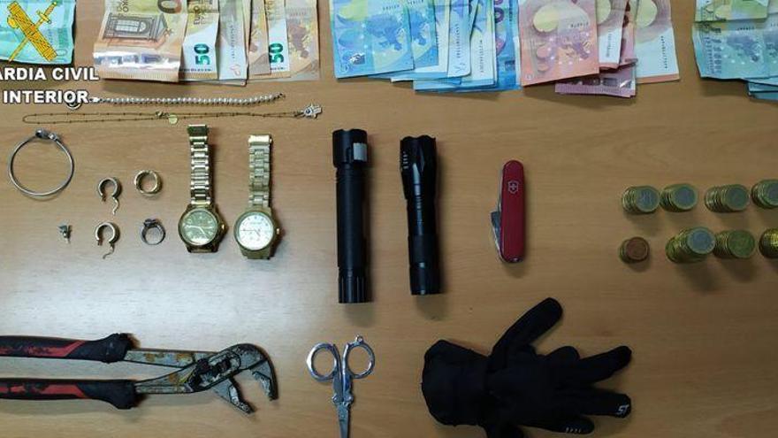 Cinco detenidos de una banda por robar en coches y comercios de Torreblanca, Peñíscola y Alcossebre