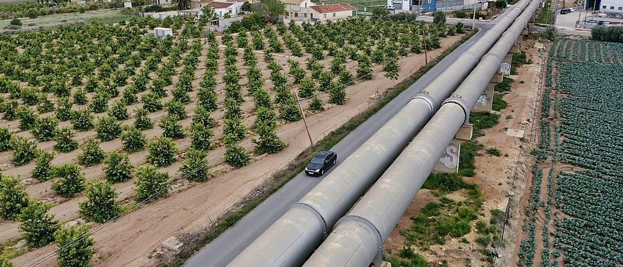 El trasvase Tajo-Segura -en la imagen tuberías en la Vega Baja- tiene desde ayer nueva presión para poder enviar agua a la provincia. |