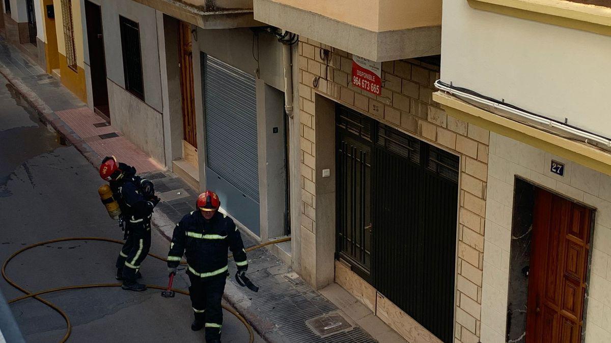 Imagen de una actuación reciente de los bomberos en una casa de Nules.