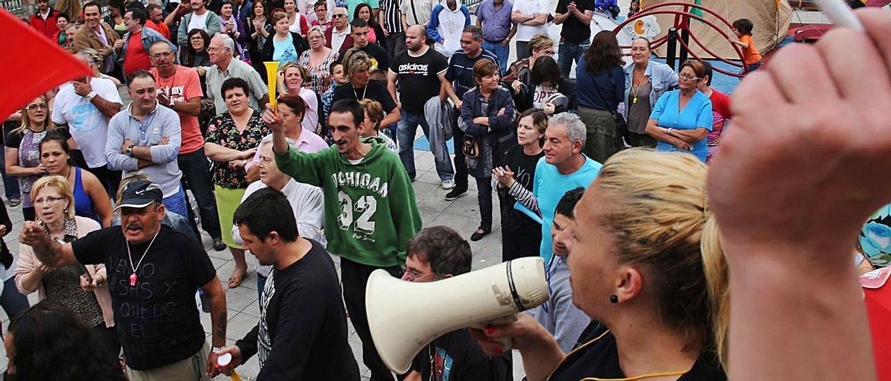 Protesta de los vecinos del Nodo contra la cofradía de pescadores, en  una imagen de archivo. | Ricardo Solís.