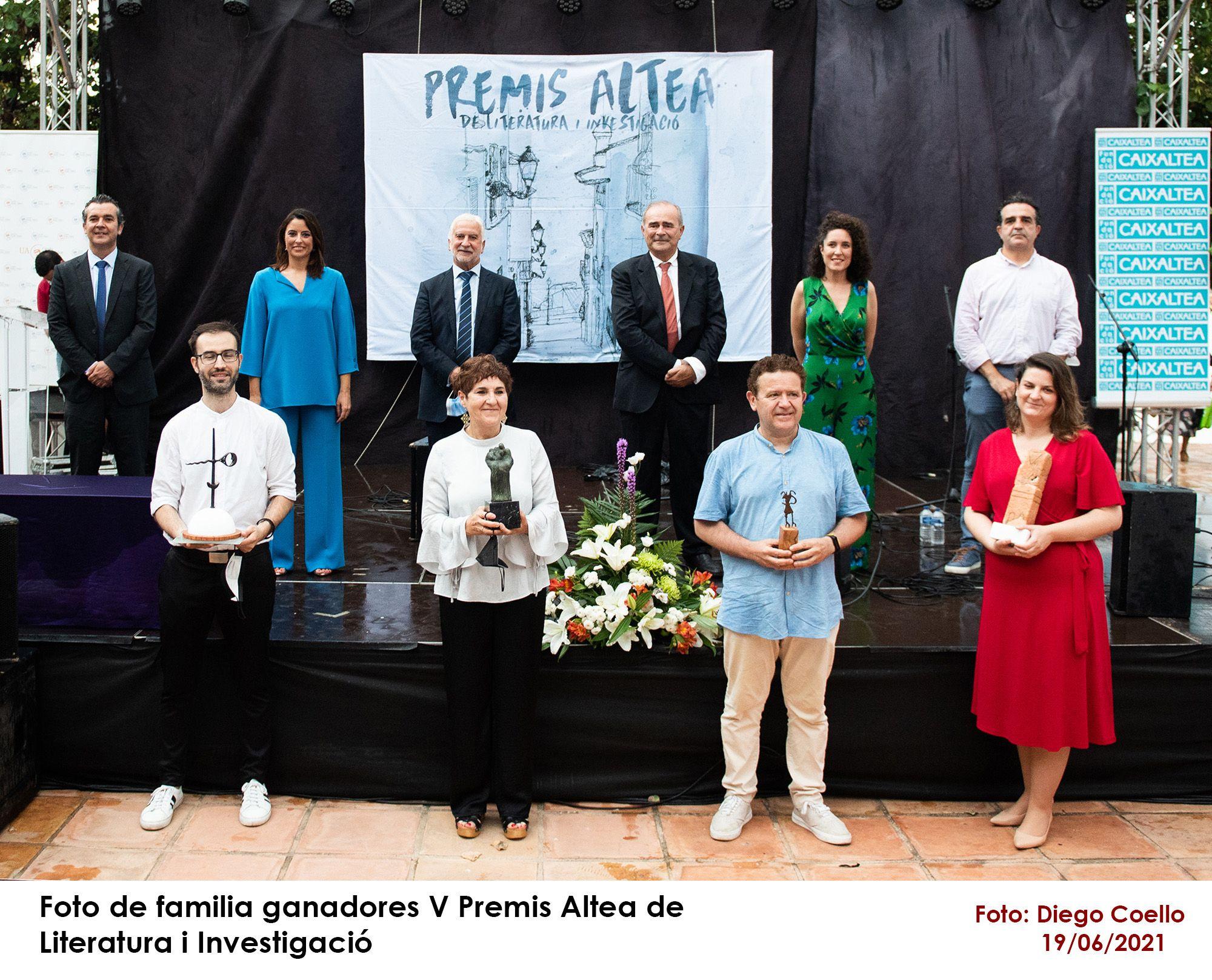 Altea entrega sus premios de Literatura i Investigació 2021 en un acto acompañado por la lluvia