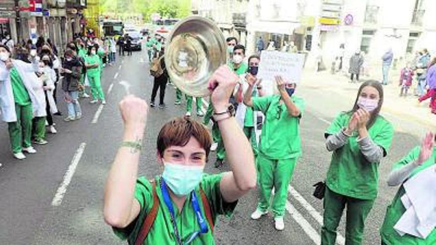 Los colegios médicos gallegos censuran las reuniones de no convivientes en interiores