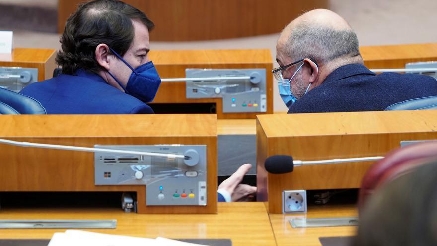 El PSOE presenta una moción de censura en Castilla y León y el PP no teme que prospere