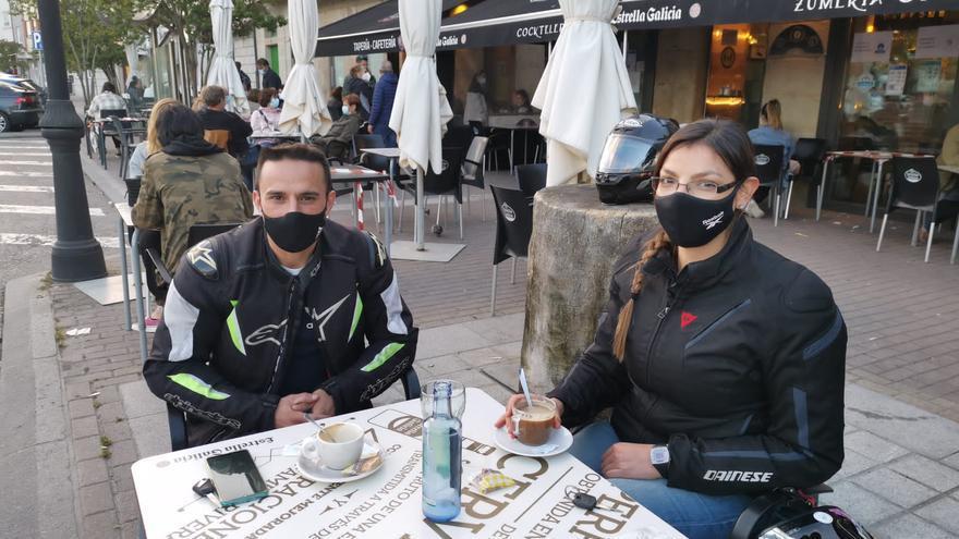 La hostelería de Cangas pide investigar por qué no se baja de la meseta de contagios