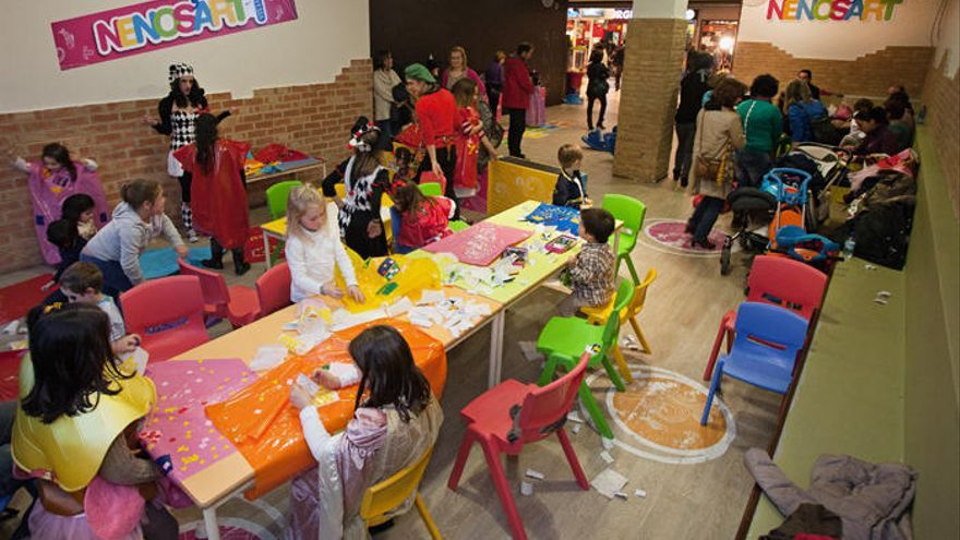 Espacios lúdicos infantiles facilitan a los adultos ir de compras con comodidad