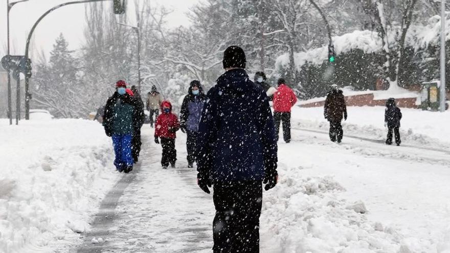 El frío cede pero mantiene a 12 comunidades en alerta