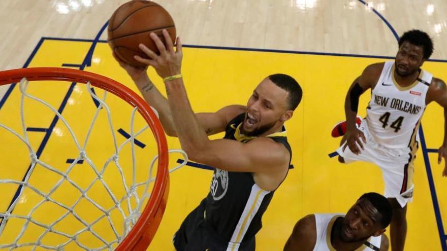 Curry vuelve para dar a los Warriors la segunda victoria