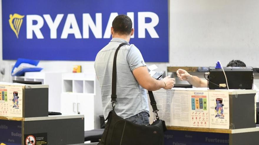 Ryanair tendrá que readmitir a un tripulante tras declararse nulo su despido