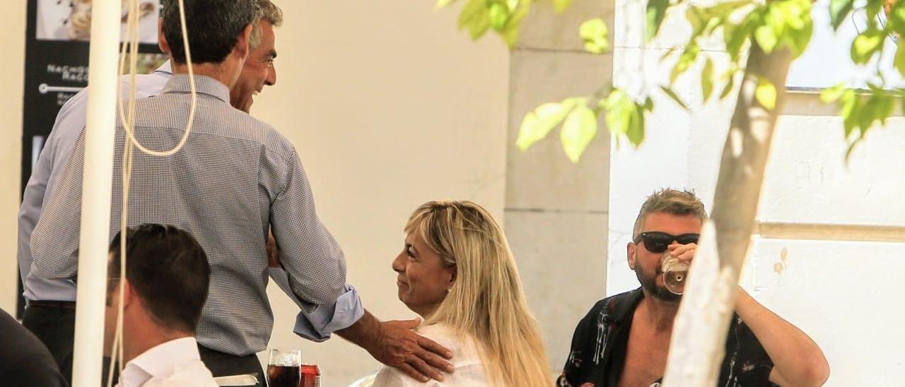 Castedo y Ortiz recogen el fallo que les absuelve de los amaños del Plan General de Alicante