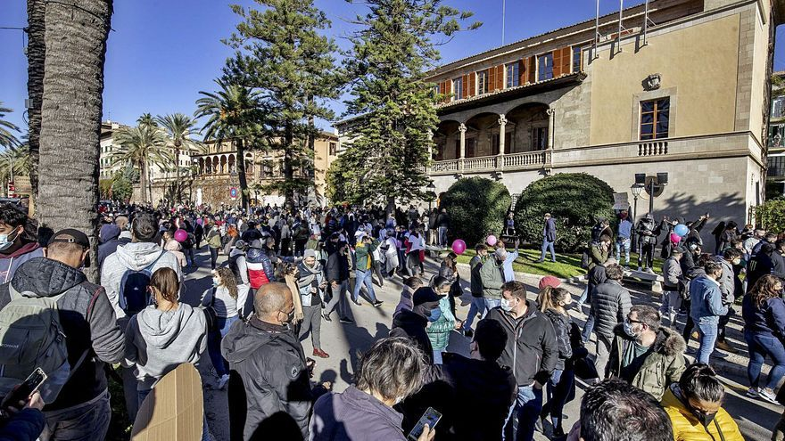 La protesta de la hostelería descoloca al Govern y le obliga a ofrecer ayudas de urgencia