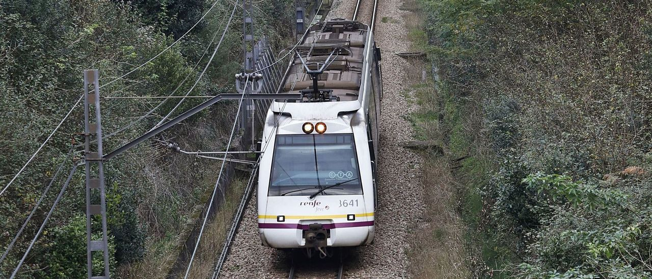 Un tren de cercanías en Asturias.