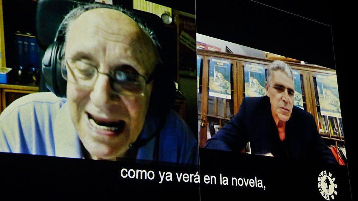 Petros Márkaris, a la izquierda, y Alejandro Gallo, ayer, durante su conversación telemática.