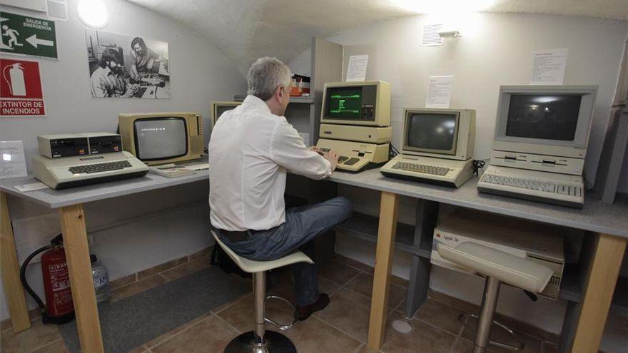 La Universidad de Andorra dona una computadora