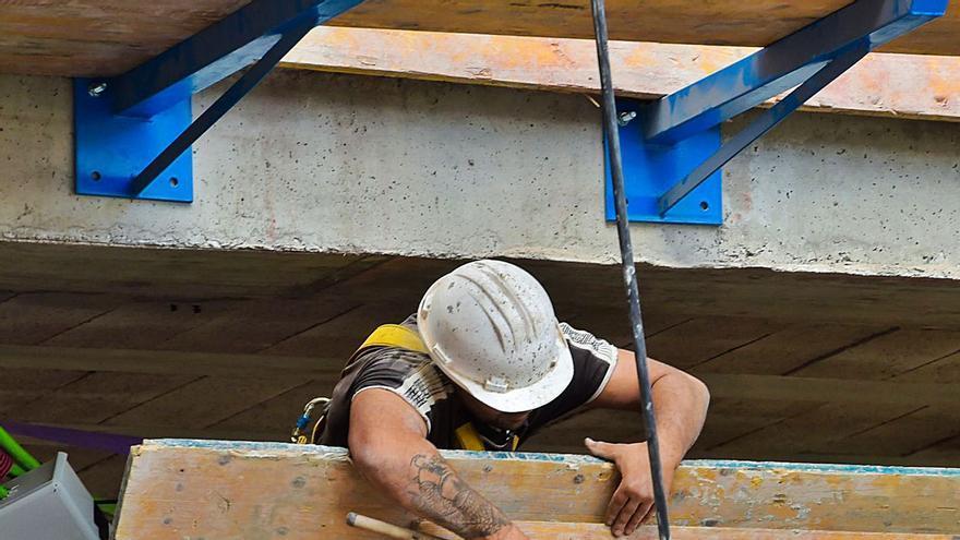 Faltan trabajadores pero sobran parados: la paradoja del Archipiélago