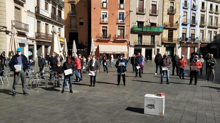 La plataforma de gent gran convoca una concentració, dilluns, al  Passeig de Pere III