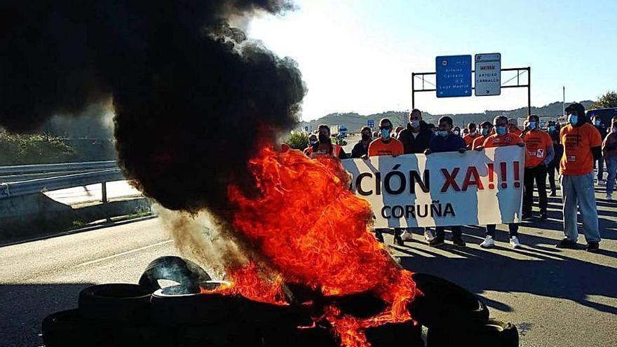 Ocho jueves de barricadas en A Grela
