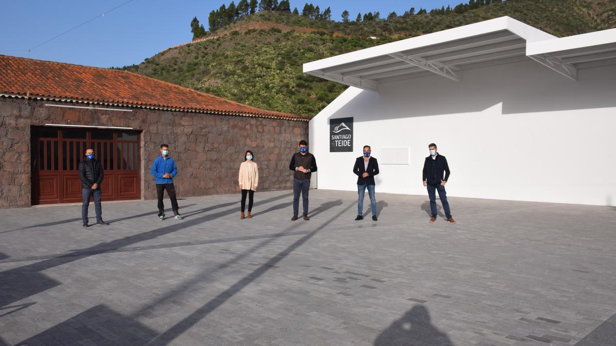 El Alcalde recepcionó las obras de reforma y embellecimiento del espacio urbano de la plaza de Valle de Arriba fase II