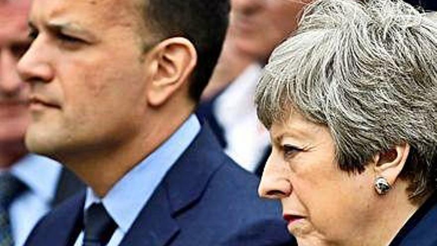 Londres y Dublín impulsan el diálogo en el Úlster ante la vuelta del terror
