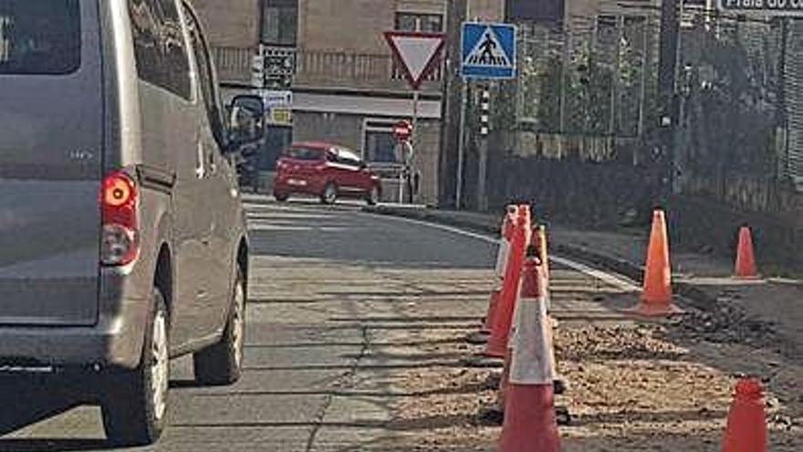 Aqualia repondrá el asfalto levantado por la avería de la traída