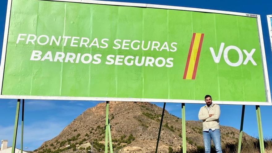 """""""Fronteras seguras, barrios seguros"""": las nuevas vallas de Vox contra la inmigración"""