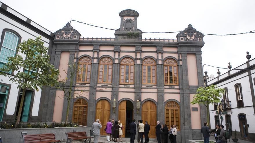 El gobierno local rehabilita la fachada y el lucernario de las Casas Consistoriales