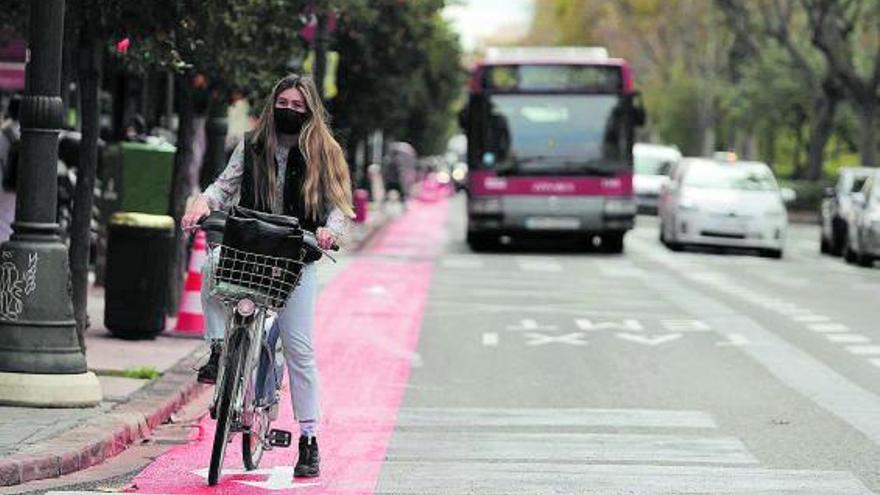 València en Bici cuestiona el último carril bici de Grezzi y pide ampliar la zona roja