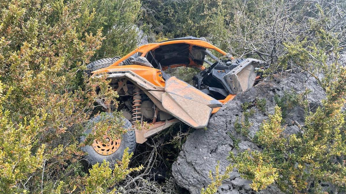 El buggy accidentat després de caure pel precipici