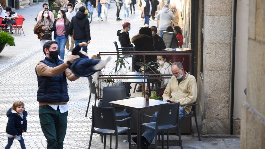 La Xunta amplía el horario de apertura de la hostelería hasta 21 horas, pero prohíbe las reuniones en domicilios