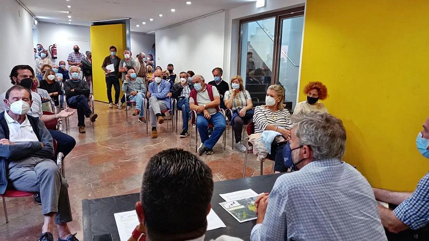 Rotundo rechazo de los vecinos de Nueva de Llanes a la plantación de eucaliptos