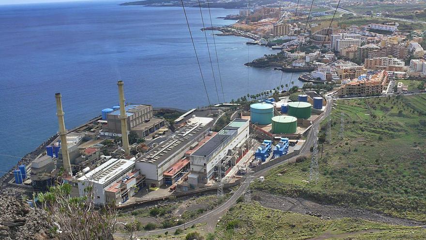 El suministro de electricidad en Tenerife se  basa en dos grupos caducados en 2020