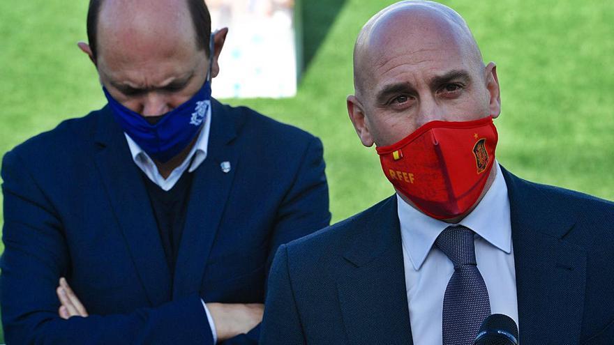 Louzán no descarta la cancelación definitiva del fútbol autonómico